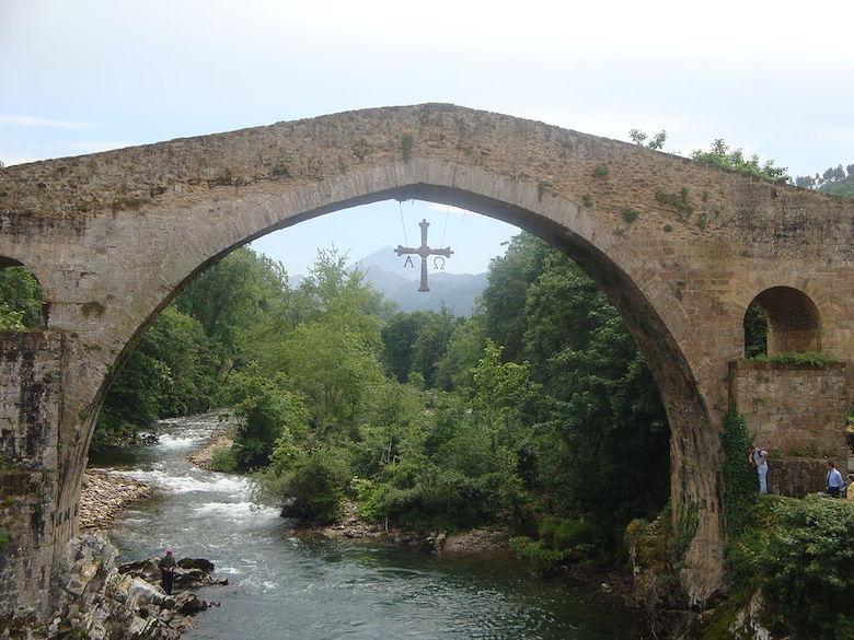 Puente romano en Cangas de Onís | Foto: Frobles, CC BY-SA 4.0